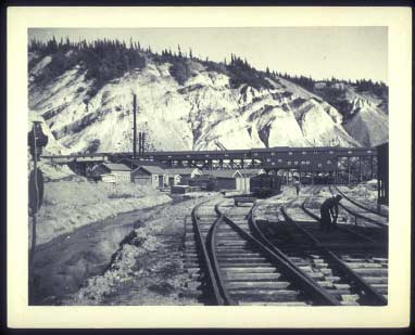 Healy River Coal Corp. Tipple at Suntrana with ARR railroad tracks