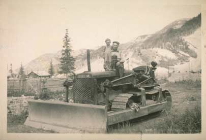 Emil Usibelli and his son Joe, on his first Dozer in Suntrana